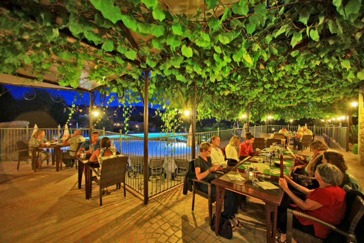 domaine sevenier camping 5 etoiles ardeche restaurant galerie photo3 1200x800 - Gallery