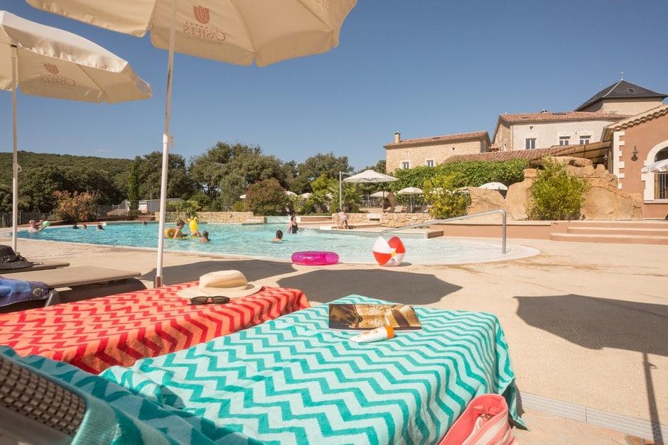 transats piscine camping Ardèche