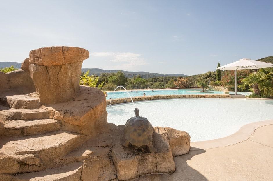jet d'eau camping Ardèche avec piscine